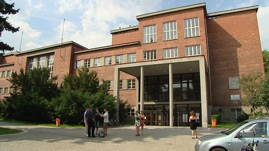 Obchodní akademie v Hradci