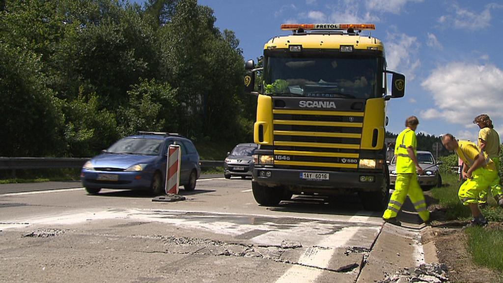 Oprava poškozené dálnice