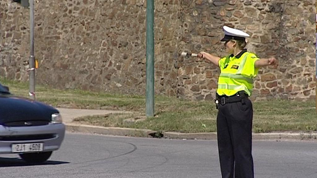 Policistka řídí dopravu