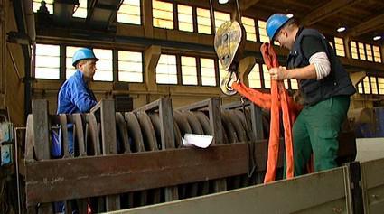 Pracovníci v továrně