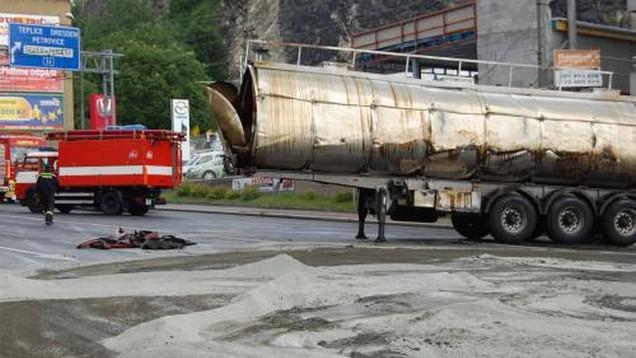 Nehoda cisterny s kafilerním tukem v Ústí nad Labem