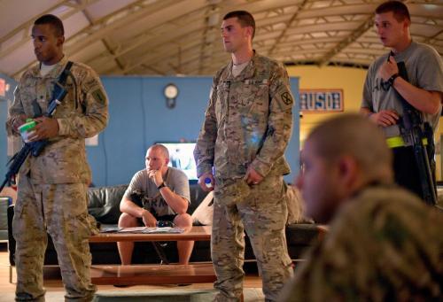 Američtí vojáci v Afghánistánu sledují projev Baracka Obamy