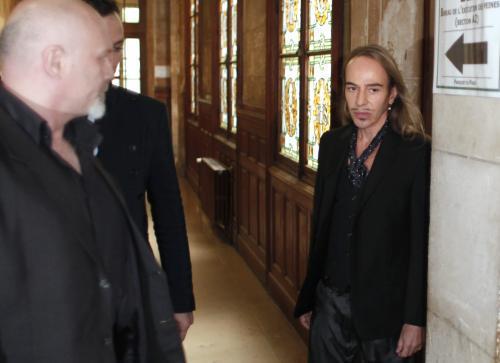 John Galiano míří k pařížskému soudu