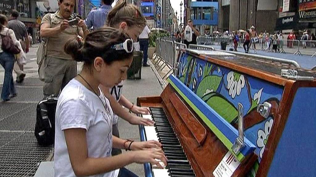 Klavíry v ulicích New Yorku