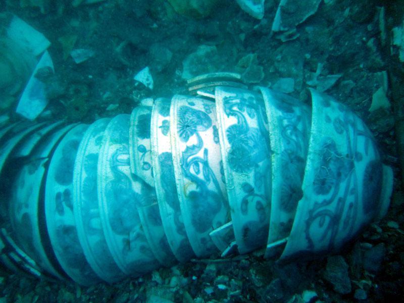 Ve vraku lodi byl objeven vzácný porcelán