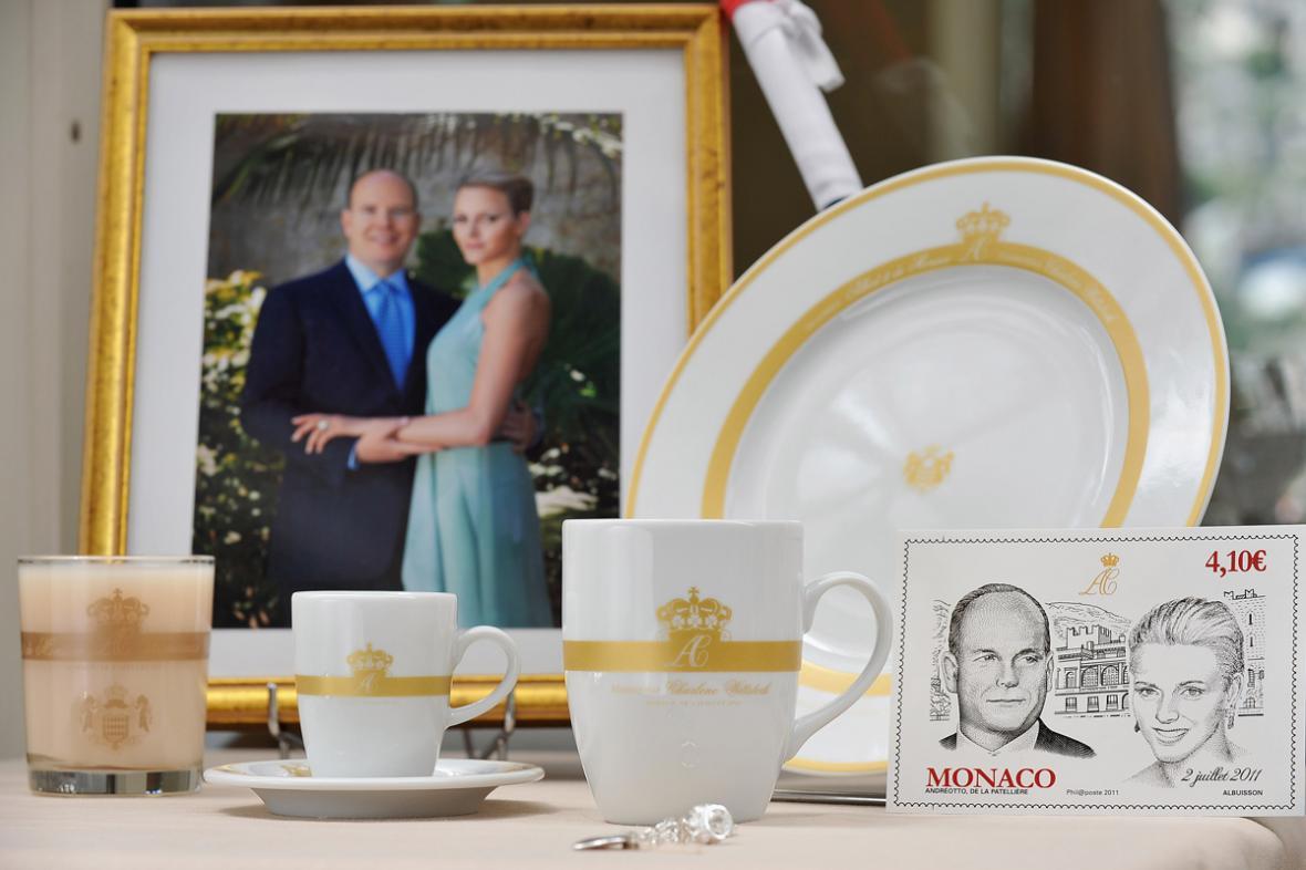 Suvenýry k monacké svatbě