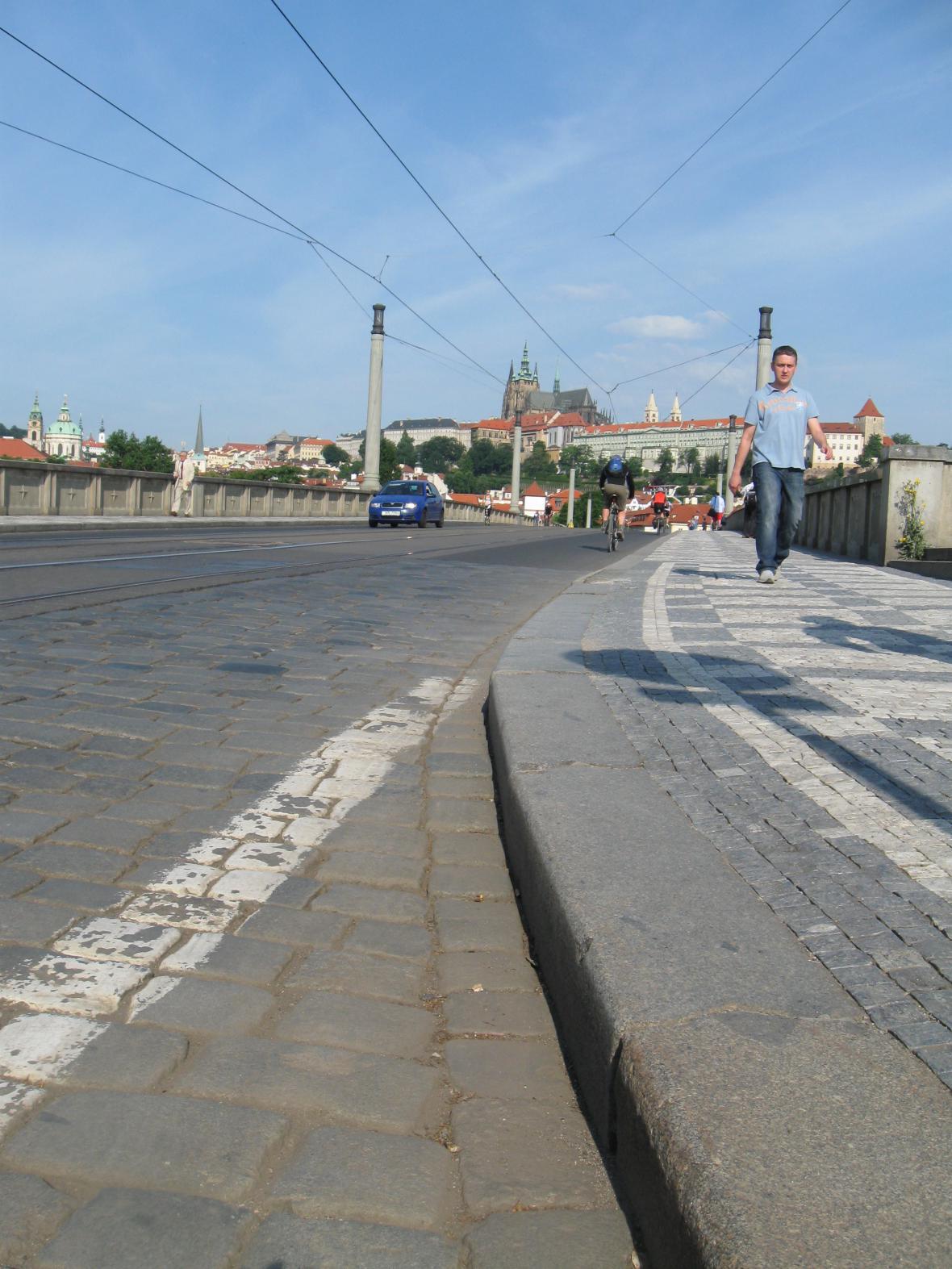 Poloprázdné silnice v Praze v den dopravní stávky