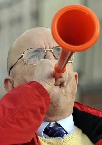 České odbory protestují proti vládním úsporám