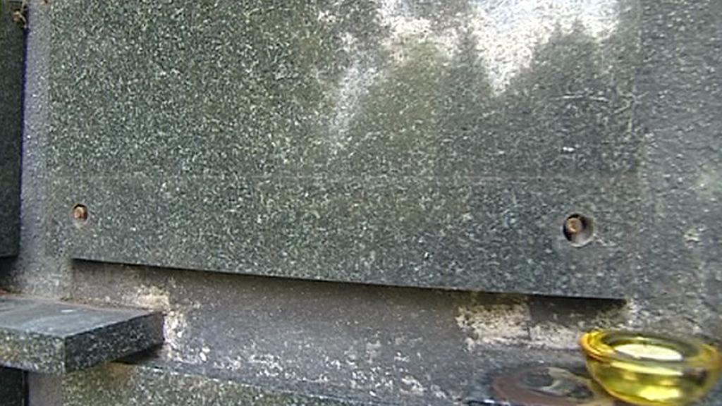 Odcizené matice z náhrobku