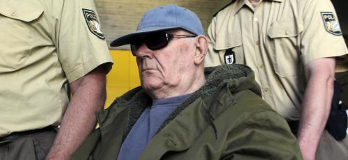 John Demjanjuk přijíždí k soudu