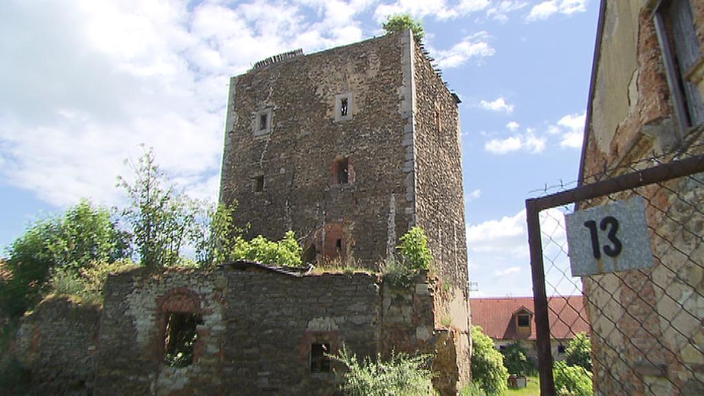 Věž středověké tvrze
