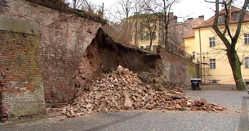 Letos už se hradby na jiném místě sesunuly