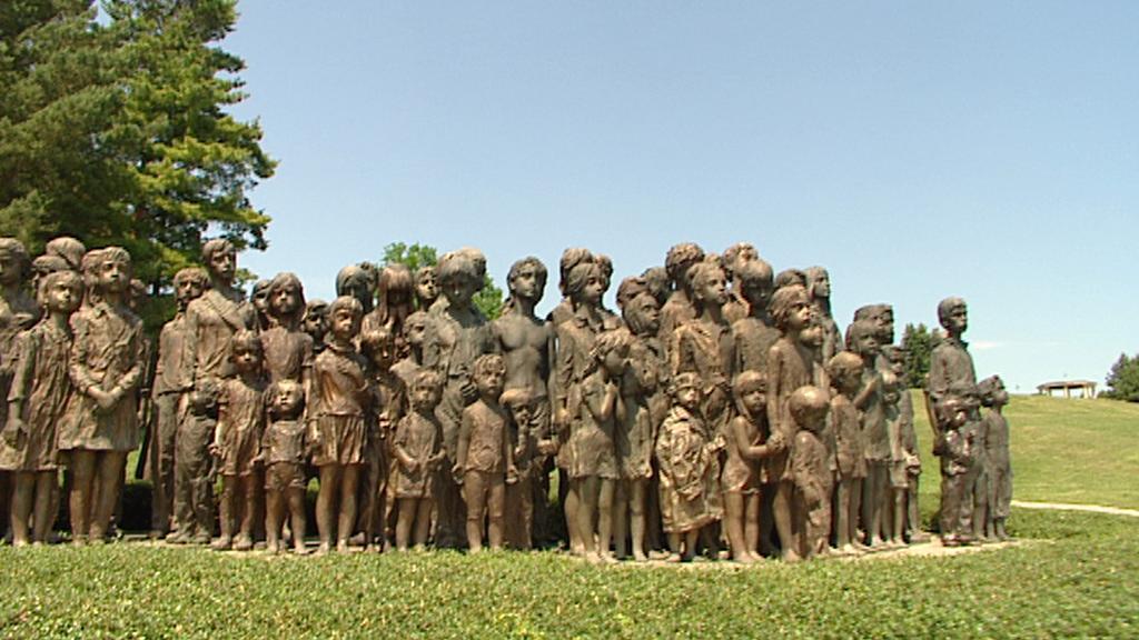 Památník v Lidicích - pocta zabitým dětem
