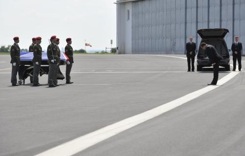 Smuteční ceremoniál na letišti v Praze-Kbelích