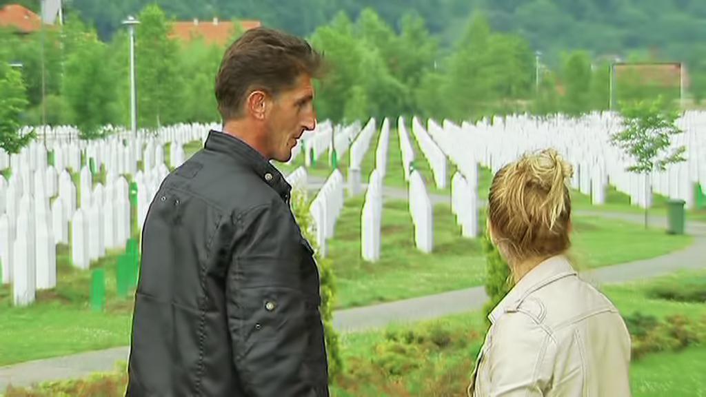 Mevludin Orić s dcerou ve Srebrenici