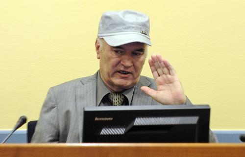 Ratko Mladić před mezinárodním tribunálem