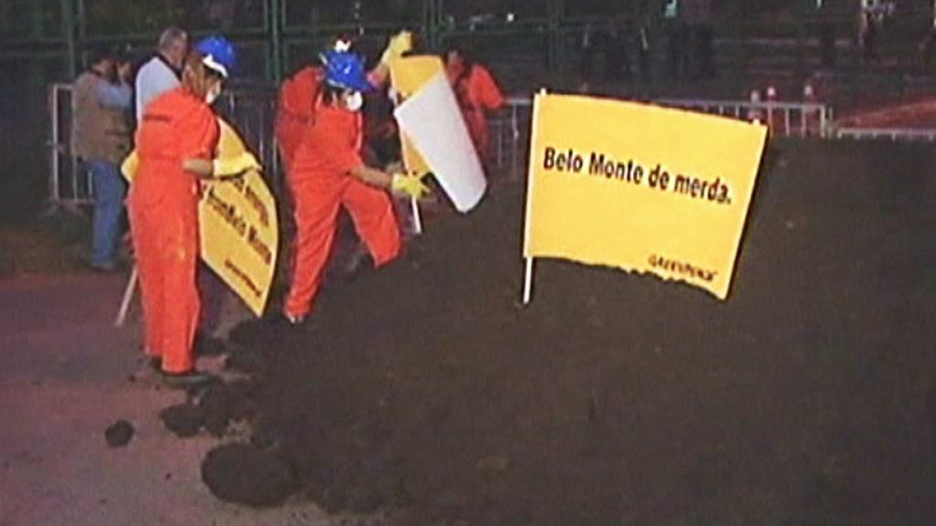 Protest proti výstavbě přehrady Belo Monte v Amazonii