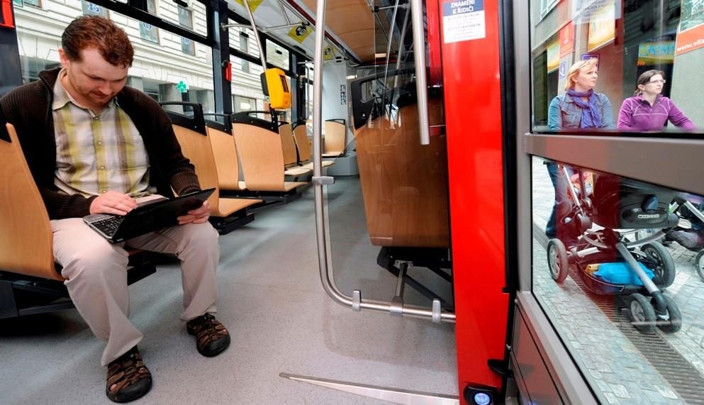 Internet v tramvaji