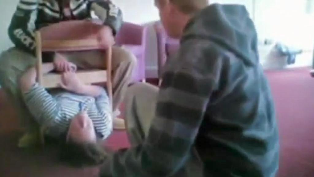 Týrání pacientů na britské klinice