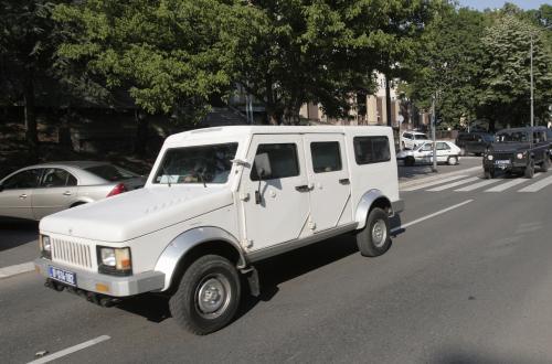 Auto převážející Ratka Mladiče na bělehradské letiště
