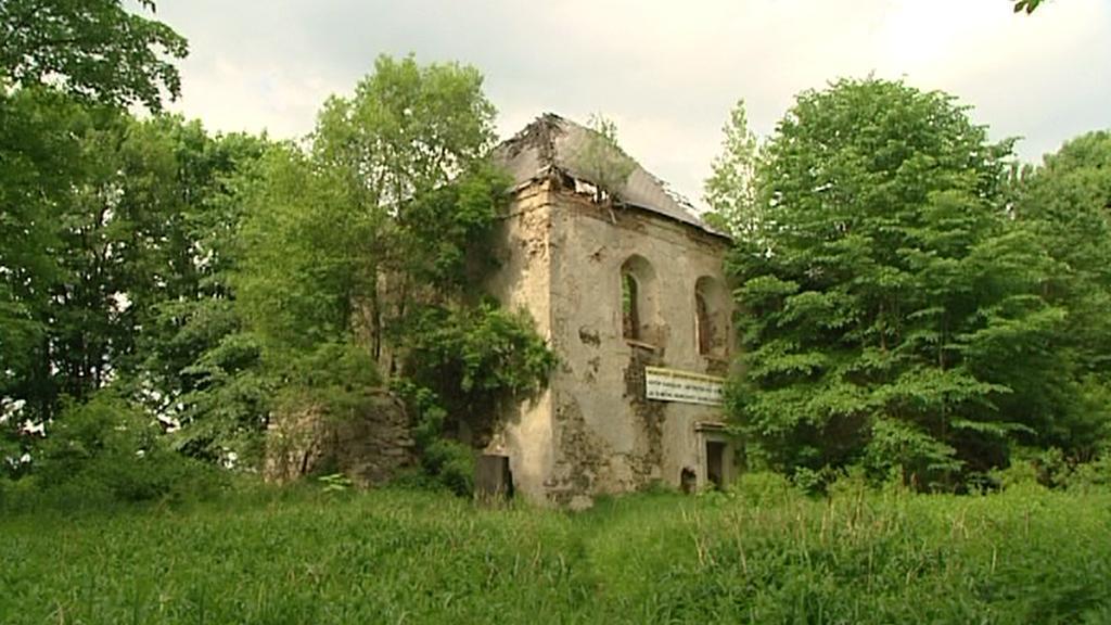 Ruina kostela v bývalých Sudetech