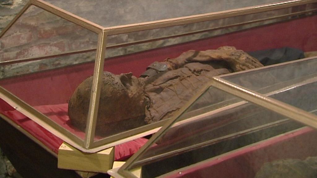Mumifikované tělo v klatovských katakombách