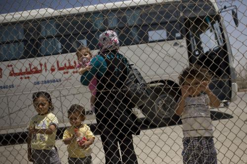 Palestinská rodina čakající na egyptských hranicích