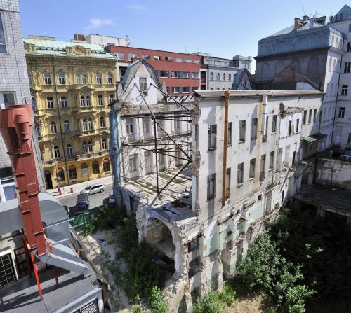 Torzo bývalé Akciové tiskárny v Opletalově ulici v Praze