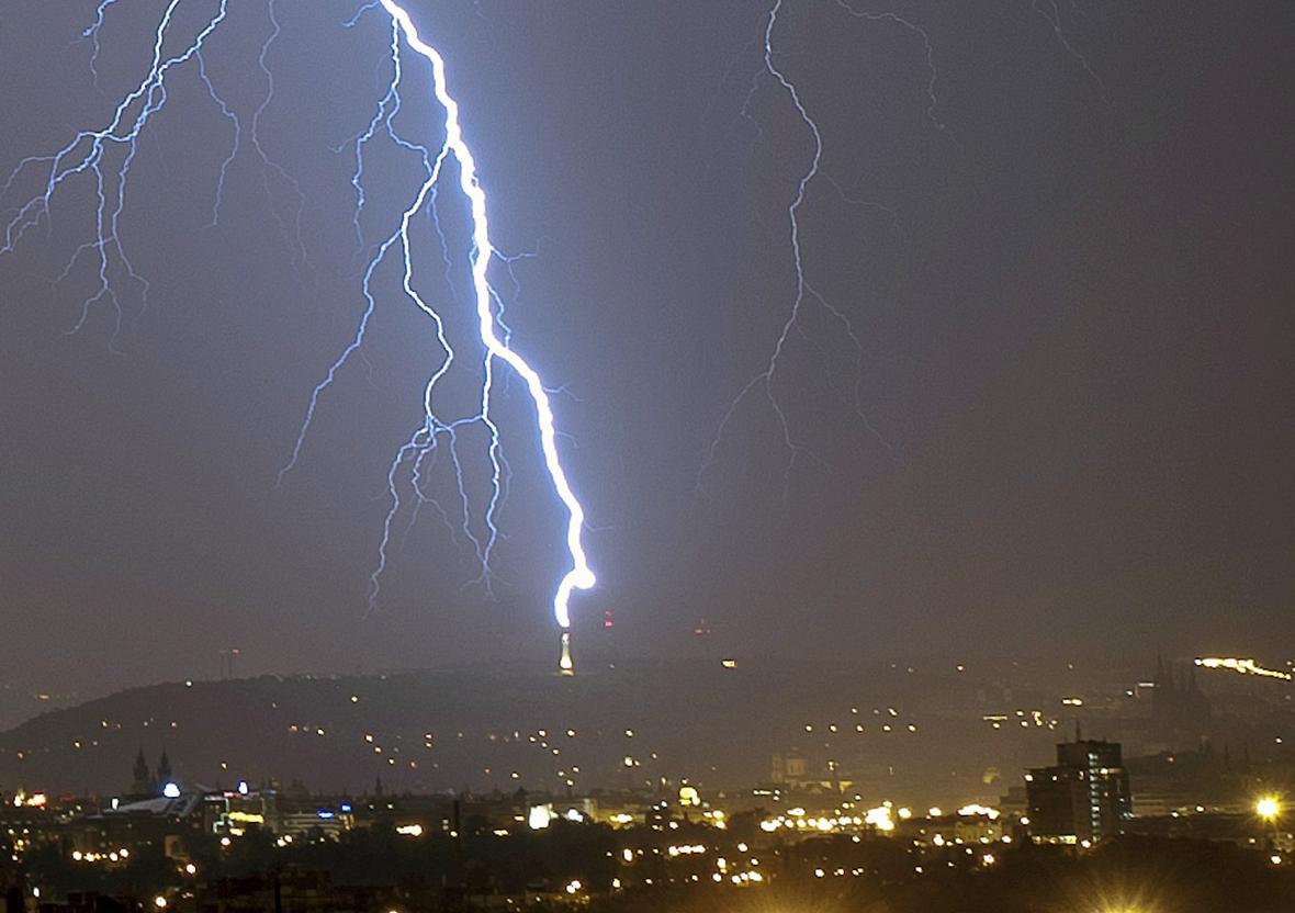 Bouřka nad Prahou