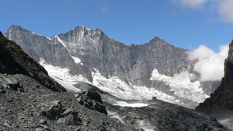 Švýcarská hora Dom v kantonu Valais