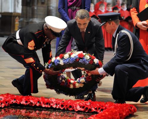 Barack Obama položil ve Westminsterském opatství věnec k hrobu neznámého vojáka