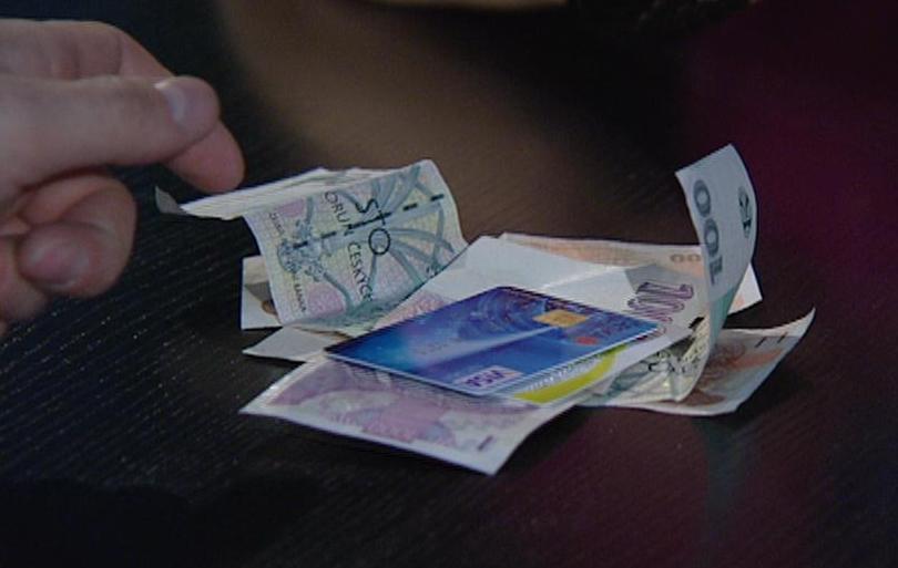 Hotovost versus platební karta