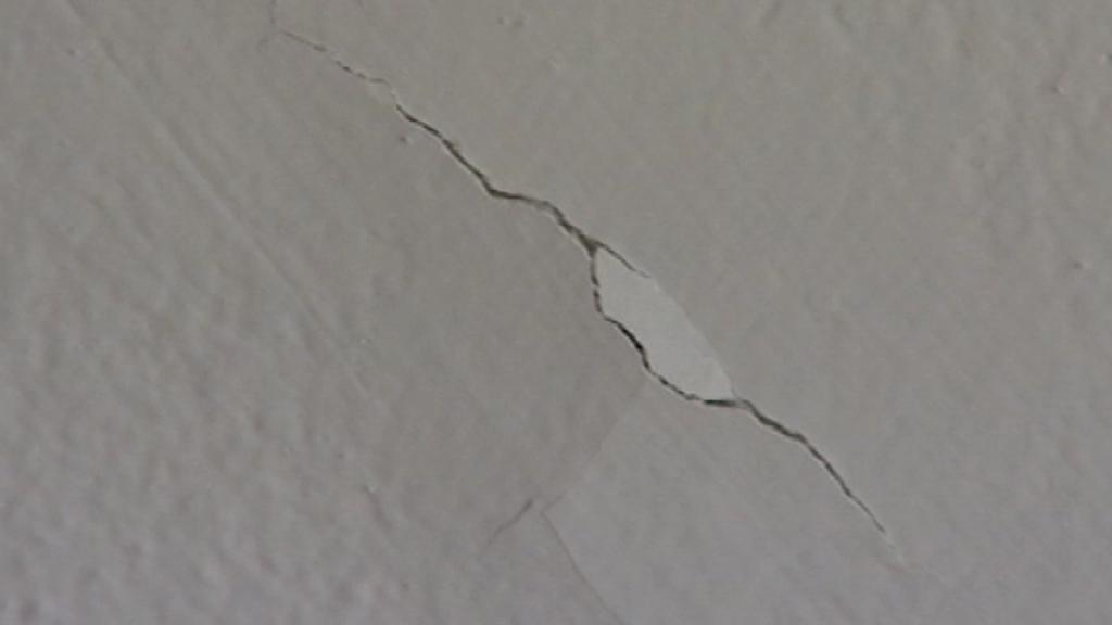 Prasklina ve stropě