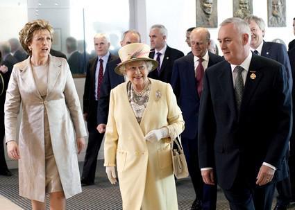 Britská královna s irskou prezidentkou