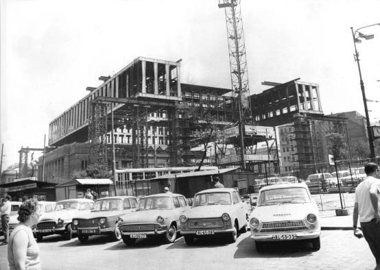 Stavba budovy bývalého Federálního shromáždění
