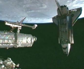 Raketoplán Endeavour u stanice ISS