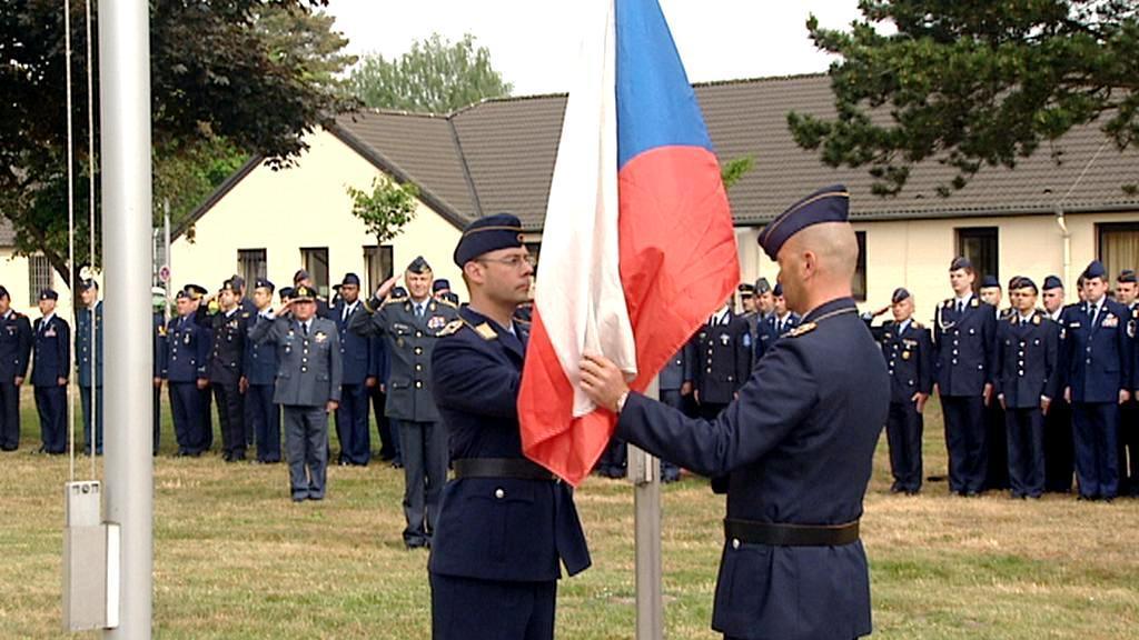 Nad základnu v Geilenkirchenu poprvé vystoupala česká vlajka
