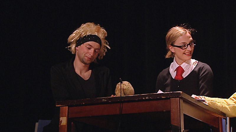 Představení Blonďatá bestie