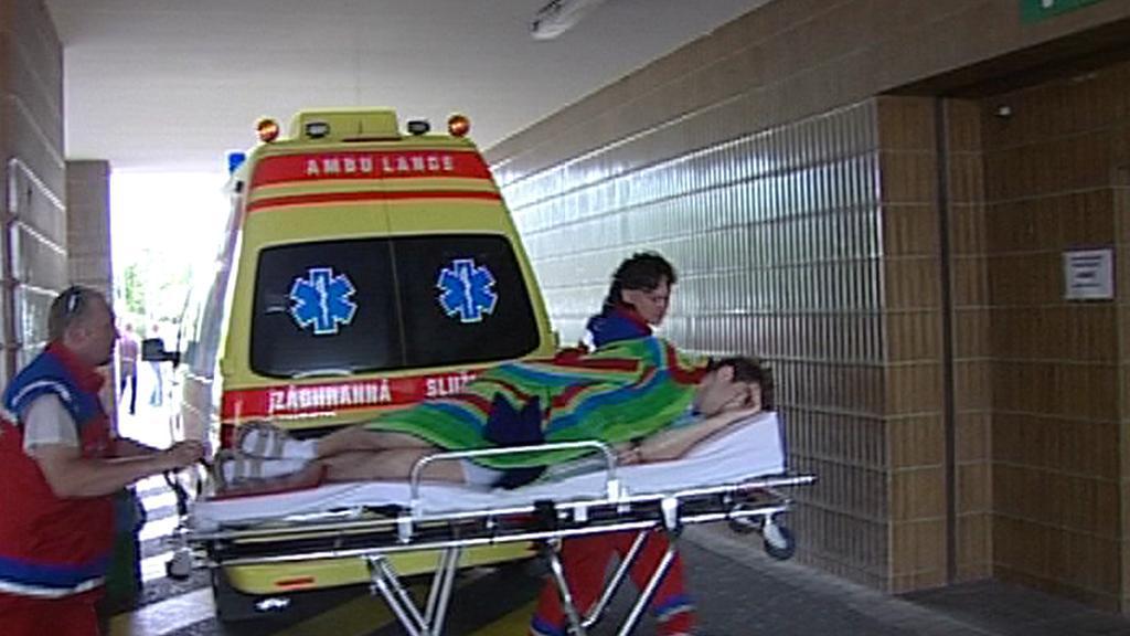 Převoz pacienta záchranáři