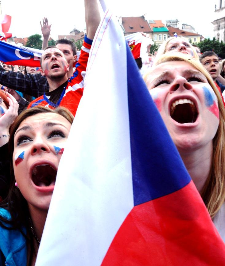 Fanynky prožívají zápas české reprezentace