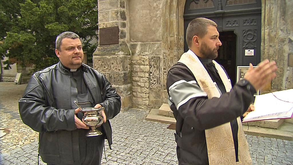 Mělničtí faráři Jacek Zyzak a Miroslav Matenko