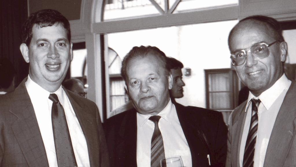Vědci kolem  Antonína Holého (1986)