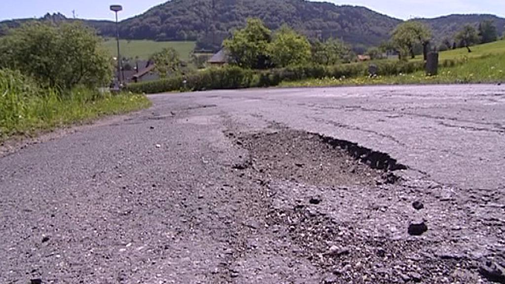 Díra v silnici