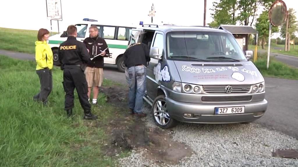 Policie u vykradeného auta