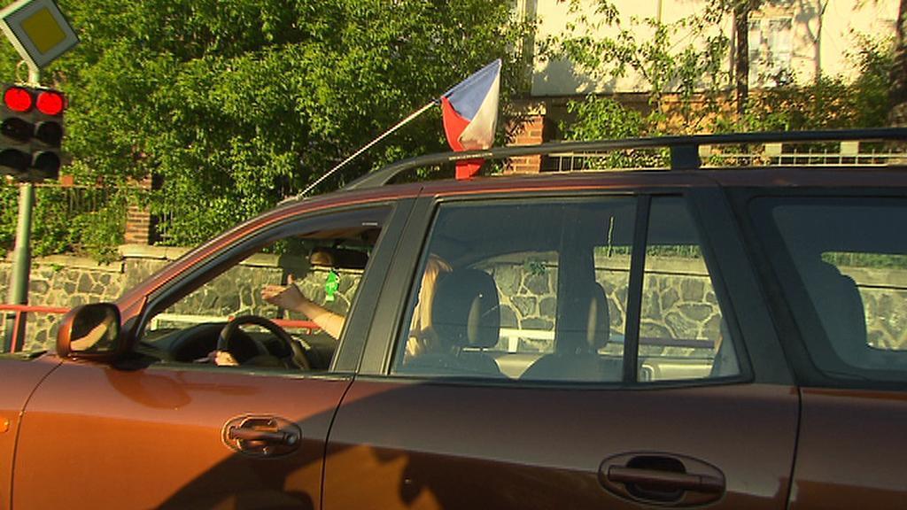 Vlajka na autě