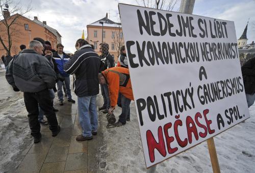 Odboráři demonstrují proti úsporám