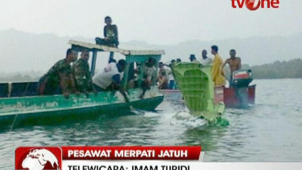 Trosky letadla po nehodě v Indonésii