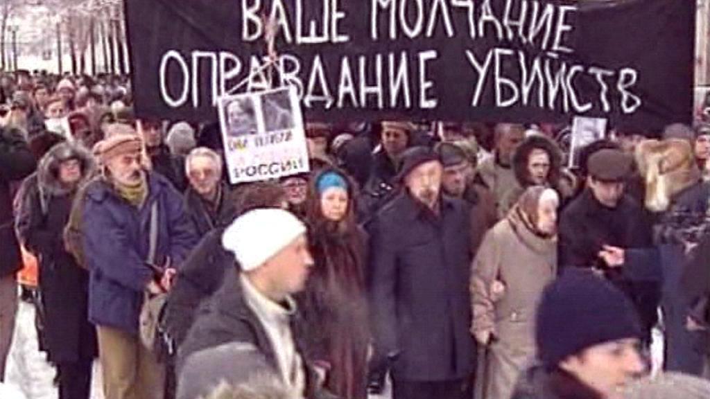 Demonstranti žádají vyšetření vražd Markelova a Baburovové