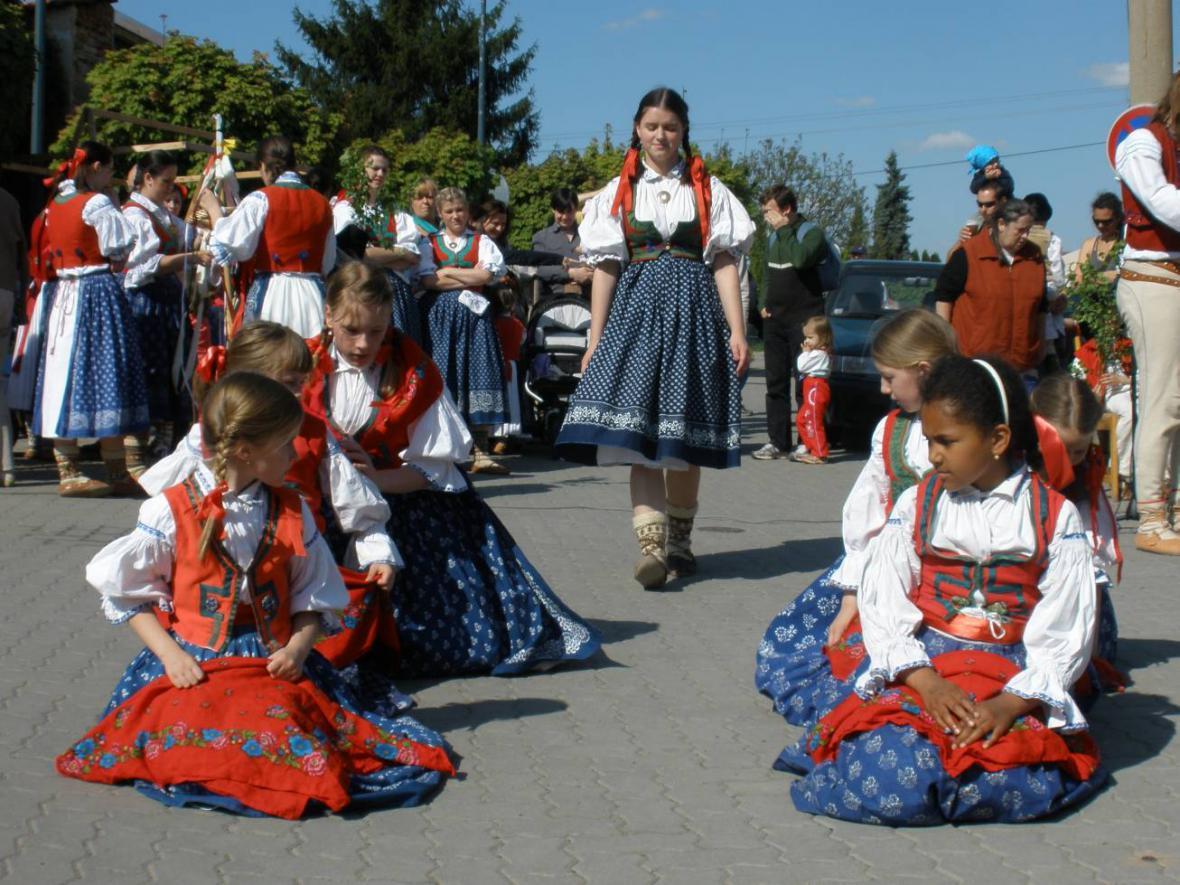 Staročeské máje v Černošicích - folklorní soubor Vonička