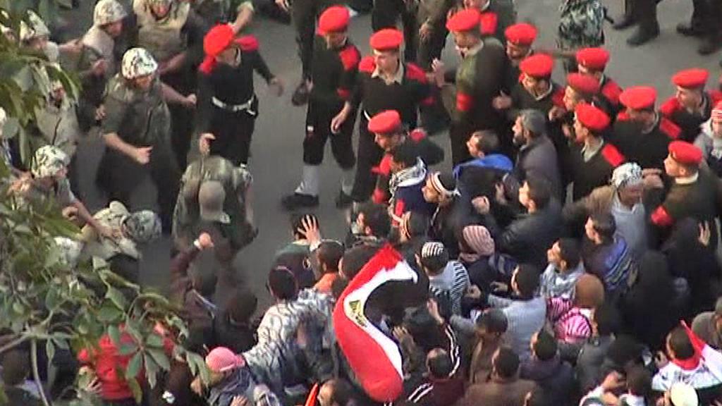 Vojáci na náměstí Tahrír